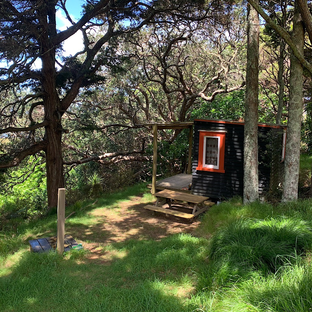 My little cabin at Tidesong with an outdoor shower.