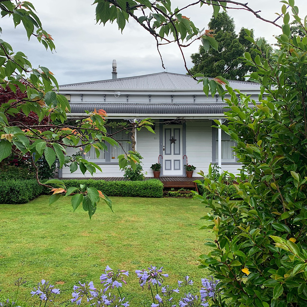 The beautiful Victorian house at Mount Lees Reserve. I camped on the manicured lawn.